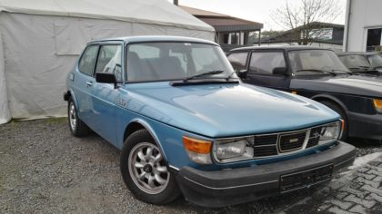 Blauer Saab 99